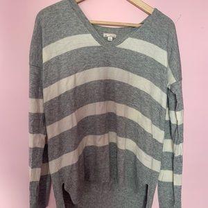 (GAP) high low grey/white striped sweater